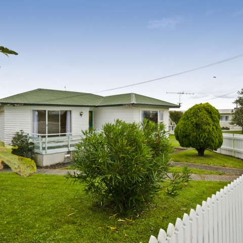 40 Pukaki Rd, Mangere Heights......SOLD by Murdoch Price